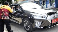 Wakil Gubernur Jawa Barat nyetir Hyundai Ioniq Electric (Instagram/@ruzhanul)