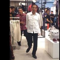 Datang ke Grand Indonesia, Jokowi Bikin Heboh Pengunjung | foto ; twitter