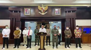 Pemerintah memutuskan membubarkan dan melarang segala kegiatan Front Pembela Islam. Ini menjadi putusan bersama sejumlah menteri, Jaksa Agung, Kapolri dan Kepala Nasional Penanggulangan Terorisme  yang dibacakan hari Rabu (30/12) siang.