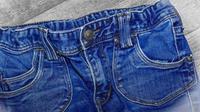 Tips menghilangkan noda tumpahan minyak di jeans. (Pexels.com)