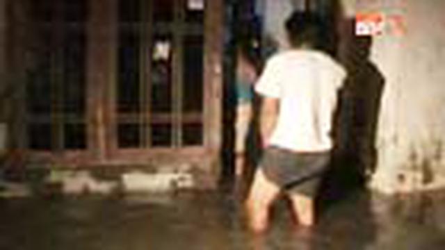 Ratusan rumah di dua desa di pantai utara Subang, Jabar, terendam air pasang. Banjir juga memutus ruas jalan.