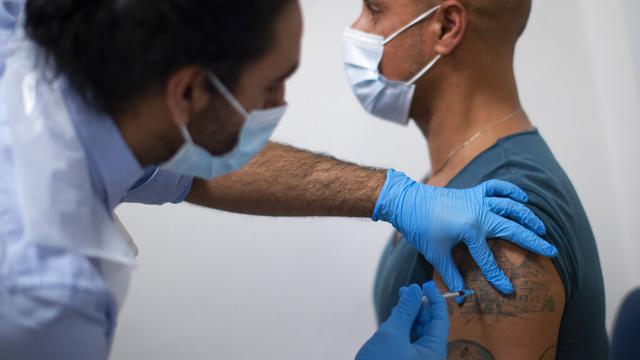 Empat Juta Lebih Warga Inggris Suntik Vaksin COVID-19 Dosis Pertama