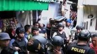 Penggerebekan sarang narkoba di Kampung Boncos ini merupakan lanjutan dari sarang narkoba di Kampung Ambon.