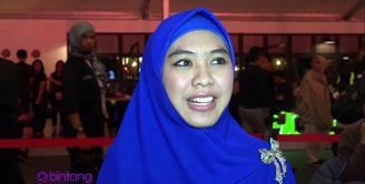 Semenjak terjun ke dunia bisnis fashion, Oki Setiana Dewi mencoba untuk mencari inspirasi-inspirasi dari kegiatan Jakarta Fashion Week 2016.