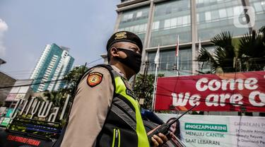 FOTO: Polisi dan Tentara Jaga Hotel Tempat Karantina Warga India
