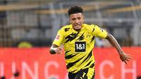 1. Jadon Sancho (Borussia Dortmund) - Pemain berusia 20 tahun ini memiliki kemampuan luar biasa dalam menembus lini pertahan lawan. Jadon Sancho telah menyumbangkan 6 gol dan 11 assist dari 20 laganya bersama Borussia Dortmund pada musim 2020/2021 ini. (AFP/Ina Fassbender)