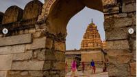 India Punya Kuil Ajaib yang Pilarnya Tidak Menyentuh Tanah. (dok.Instagram @ancient-scientist/https://www.instagram.com/p/CHnhgWxrXif/Henry)