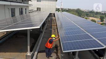 FOTO: Target Industri Panel Surya Dalam Negeri