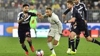 Neymar kembali dihadang cedera (NICOLAS TUCAT / AFP)