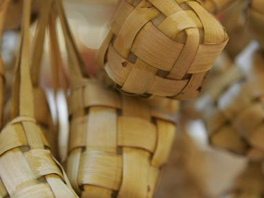 Ketupat tentu bukan makanan yang asing, karena makanan berbahan dasar beras yang dibungkus dengan anyaman daun kelapa yang masih muda ini sangat identik dengan Hari Raya Lebaran Idul Fitri. (Istimewa)