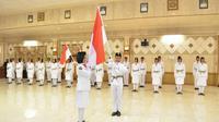 Pengukuhan 75 orang anggota Paskibraka di Ruang Mandala Bakti Praja, Gresik (Foto: Liputan6.com/Dian Kurniawan)