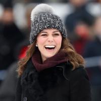 Kate Middleton terlihat bahagia saat bermain Hockey bersama dengan Prince William di Stockholm, Swedia, pada Selasa waktu setempat. (Getty Images/Cosmopolitan)