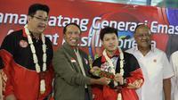 Menpora Zainudin Amali menyambut kedatangan 8 atlet angkat besi Indonesia di Bandara Soekarno Hatta, Cengkareng, Tangerang, Banten, Rabu (19/2) malam.