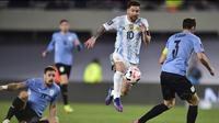 Memasuki menit-menit akhir, Timnas Argentina semakin gencar melancarkan serangan. Akan tetapi, berbagai peluang yang diperoleh Lionel Messi pada menit ke-90 bisa dihalau penjaga gawang. (AP/Gustavo Garello)