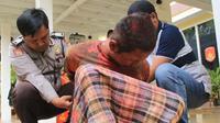 Nandang Triyana, pelaku penyerangan terhadap KH Hakam Mubarok di Lamongan diduga mengidap penyakit jiwa. Nandang ternyata warga Cirebon. (JAWA POS/RADAR BOJONEGORO)
