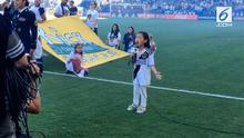 Usianya mungkin masih 7 tahun, tapi Malea Emma Tandrawidjaja mampu bikin merinding warga Amerika Serikat dengan suaranya.