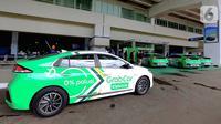 Sebuah mobil Hyundai IONIQ Electric bekerjasama dengan Grab di Bandara Soetta, Tangerang Senin (27/1/2020). Di bawah roadmap baru, bertajuk Strategy 2025, Hyundai akan mendorong Perangkat Mobilitas Cerdas dan Layanan Mobilitas Cerdas.  (Liputan6.com/Fery Pradolo)