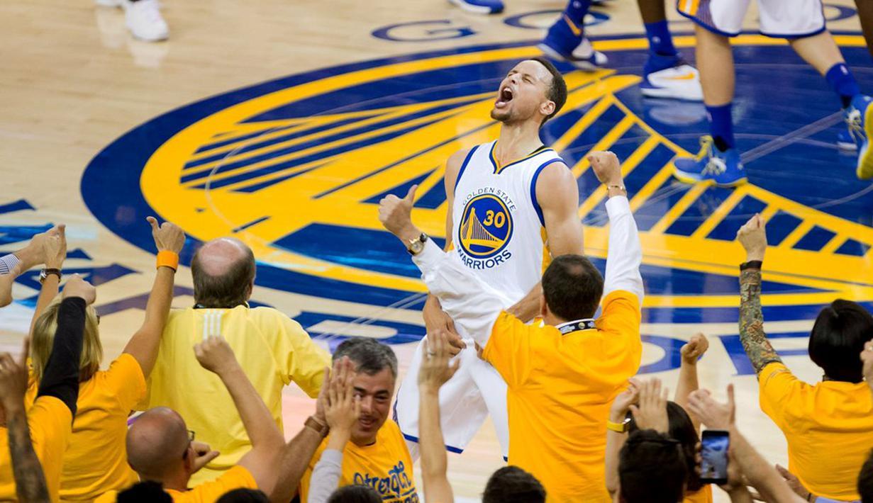 Ekspresi pemain Golden State Warriors, Stephen Curry, saat merayakan kemenangan atas Oklahoma City Thunder dalam gim ke-7 final NBA Wilayah Barat di Oracle Arena, Oakland, AS, (30/5/2016). (Reuters/Kelley L Cox-USA TODAY Sports)