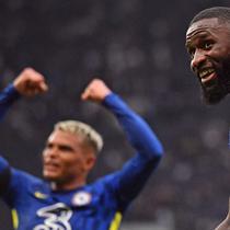 Juventus dan Bayern Munchen siap bersaing untuk mengamankan jasa bek Chelsea, Antonio Rudiger. (AFP/Justin Stall)