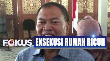 Pembongkaran rumah merupakan bagian dari penertiban aset milik Pemerintah Kota Bandung yang ditempati oleh ratusan warga.