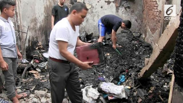 36 Kepala keluarga kehilangan tempat tinggalnya usai kebakaran yang terjadi di kawasan Gambir. Hingga kini korban belum mendapatkan bantuan.