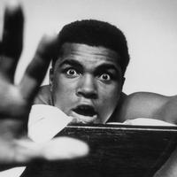 Muhammad Ali masih menge-post foto di Twitter di tengah-tengah ramainya kabar ia meninggal dunia. Hoax?