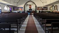 Suasana Gereja GKST Jemaat Imanuel Palu, saat melaksanakan ibadah Paskah daring, pada Jumat 10 April 2020. (Foto: Aldrim Thalara)