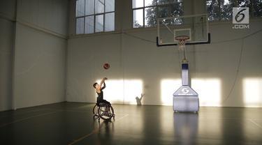 Asian Para Games 2018 segera digelar, beberapa cabang akan dipertandingkan seperti bola basket kursi roda. Nah, ada perbedaan kursi roda untuk para atlet dan yang biasa. Apa bedanya? Cek video berikut!