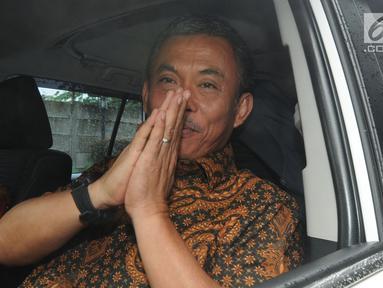Ketua DPRD DKI Jakarta, Prasetyo Edi Marsudi berada di mobilnya saat meninggalkan Gedung KPK, Rabu (23/1). Kedatangan Prasetyo Edi Marsudi untuk menyerahkan laporan harta kekayaan penyelenggara negara (LHKPN). (Merdeka.com/Dwi Narwoko)