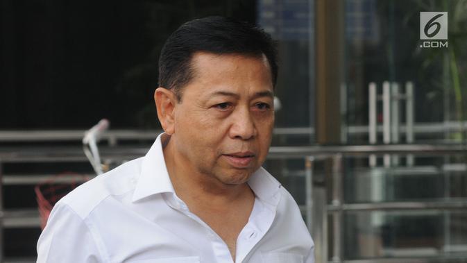 Terpidana kasus korupsi mega proyek KTP elektronik, Setya Novanto saat akan menjalani pemeriksaan di Gedung KPK, Jakarta, Selasa (27/8). Novanto diperiksa terkait dugaan suap proyek pembangunan PLTU Riau-1. (Merdeka.com/Dwi Narwoko)