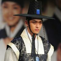 """Jeon Tae Soo memulai karier sebagai aktor pada tahun 2007 dan terkenal dengan lewat peran antagonisnya di """"Sungkyunkwan Scandal"""". Drama terakhirnya adalah """"King's Daughter, Soo Baek Hyang"""" pada 2014 lalu. (wk/kr). (instagram/k_dramaindo)"""