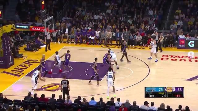 Berita Video Aksi - Aksi Tak Terduga Pebasket NBA di 5 Musim Terakhir, Salah Satunya Slam Dunk Stephen Curry