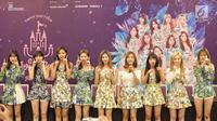 Personel TWICE, Mina, Momo, Tzuyu, Nayeon, Sana, Jihyo, Chaeyoung, Dahyun, Jeongyeon saat konferensi pers di Tangerang, Banten, Jumat (24/8). TWICE akan menggelar konser yang bertajuk TWICELAND ZONE 2: Fantasy Park. (Liputan6.com/Faizal Fanani)
