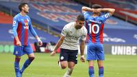 Gelandang Manchester City, Ferran Torres (tengah) melakukan selebrasi usai mencetak gol kedua timnya ke gawang Crystal Palace dalam laga lanjutan Liga Inggris 2020/2021 pekan ke-34 di Selhurst Park, London, Sabtu (1/5/2021). Manchester City menang 2-0 atas Crystal Palace. (AP/Catherine Ivill/Pool)