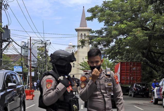 Penjagaan Ketat Gereja Katedral Makassar Pasca Ledakan Bom
