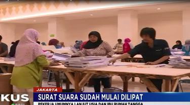 Ada 80 orang yang bertugas melipat surat suara untuk 6.449 TPS se-Jakarta Selatan.
