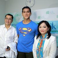 Adra dampingi Tantri Kotak melahirkan. (Adrian Putra/Bintang.com)