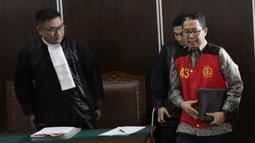 Mantan Plt Ketua Umum PSSI, Joko Driyono, menjalani sidang perdana di PN Jakarta Selatan, Senin (6/5). Joko Driyono tersandung kasus perusakan barang bukti terkait pengaturan skor. (Bola.com/M Iqbal Ichsan)