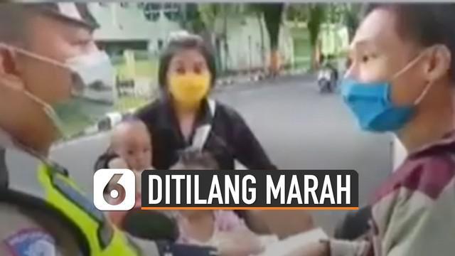 Viral beredar di media sosial, video seorang pengendara motor di Lumajang, Jawa Timur terlibat cekcok dengan polisi karena masalah tilang.