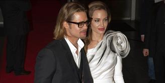 Setelah beberapa bulan terlibat perseteruan dalam proses cerainya, Angelina Jolie dan Brad Pitt kini punya kesepakatan baru. Kabarnya keduanya perlahan damai dan menyelesaikan semuanya dengan kepala dingin. (AFP/Bintang.com)