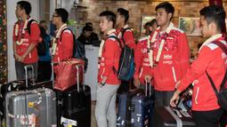Para pebulutangkis tim Piala Thomas Indonesia saat tiba di Bandara Soekarno-Hatta. Dengan komposisi pemain muda, tim Piala Thomas Indonesia berhasil mencapai final, namun dikalahkan Denmark pada laga puncak. (Bola.com/Vitalis Yogi Trisna)