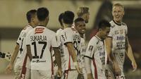 Pemain Bali United saat pertandingan melawan Madura United pada laga Piala Presiden di Stadion Manahan, Solo, Sabtu, (3/2/2018). Bali United menang adu penalti 5-4 atas Madura United. (Bola.com/M Iqbal Ichsan)