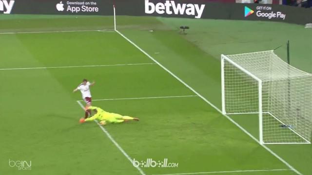 Diwarnai protes suporternya sendiri yang hingga masuk ke dalam lapangan, West Ham tampil buruk dan harus rela dipermalukan tamunya...