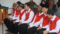 Terdakwa pelaku pengeroyokan Haringga Sirla menjalani persidangan di Pengadilan Negeri Bandung. (Huyogo Simbolon)