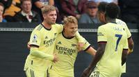 Arsenal melawan Burnley pada pekan kelima Liga Inggris 2021/2022 di Turf Moor, Burnley, Sabtu (18/9/2021). Martin Odegaard merayakan gol. (AFP/Lindsey Parnaby)