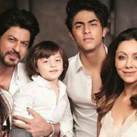 Shahrukh Khan bersama keluarganya. (istimewa)