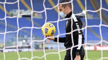 Pertandingan Lazio kontra Torino akhirnya batal digelar setelah tim tamu tidak bisa datang ke Roma karena merebaknya kasus positif virus corona (Covid-19) di skuad Il Toro. (Alfredo Falcone/LaPresse via AP)
