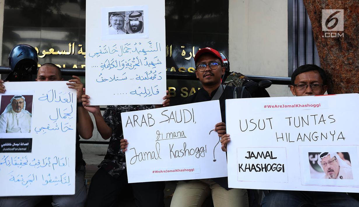 Sejumlah Jurnalis Freelance Indonesia berunjuk rasa hilangnya Jamal Khashoggi di depan Kedutaan Besar Arab Saudi, Jakarta, Jumat (19/10). Aksi simpati ini mengecam dugaan pembunuhan terhadap jurnalis Arab Saudi Jamal Khashoggi. (Merdeka.com/Imam Buhori)