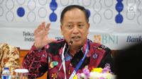 Menristekdikti M Nasir (tengah) memberi paparan pengumuman hasil Seleksi Nasional Masuk Perguruan Tinggi Negeri (SNMPTN) 2019 di Jakarta, Jumat (22/3). Dari 478.608 pendaftar, 92.331 siswa dinyatakan lolos  SNMPTN 2019. (Liputan6.com/Herman Zakharia)