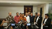 Kepala Staf Kepresidenan, Moeldoko (tengah), memberikan keterangan pers tentang rencana Indonesia menjadi tuan rumah MotoGP 2020, di Bina Graha Jakarta, Rabu (18/4/2018). (Istimewa)
